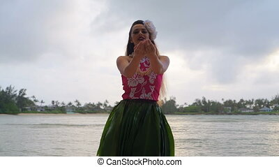 Hawaii hula dancer in costume dancing 4k - Hawaii hula...