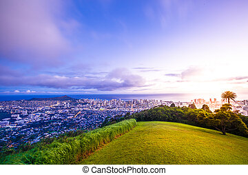 Hawaiian twilight Tantalus Lookout