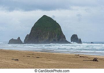 Haystack Rock near Cannon Beach, Oregon,  USA