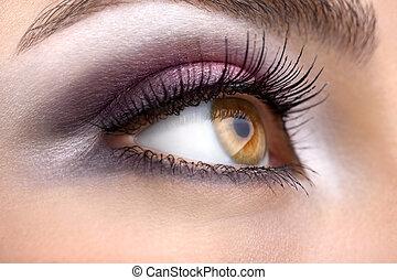 Hazel eye - A woman's right hazel eye looking ahead
