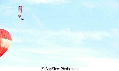 HD - Air balloon and Paraglider