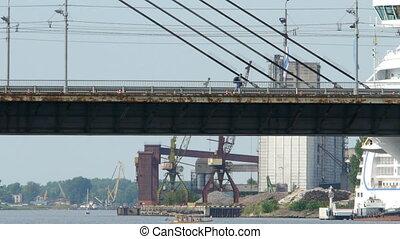 HD - Cruise ship near the bridge