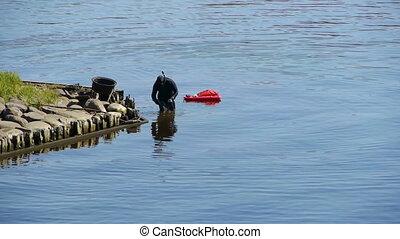 HD - Diver at work. scene02