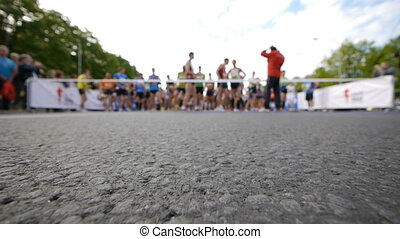 HD - Marathon. Starting line