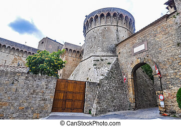 HDR City door in Volterra - High dynamic range (HDR) An ...