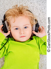 headphone little boy