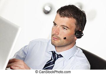 headset, computador, trabalhando escritório, homem