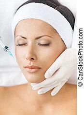 headshot, de, mujer, obteniendo, inyecciones, en, cara