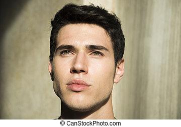 headshot, von, hübsch, junger mann