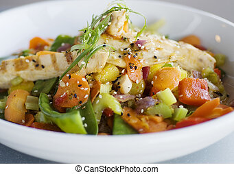 Healthy low calorie asian chicken stir fry food.