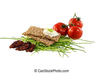 Crispbread with cream cheese, chives and tomatoes