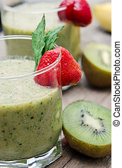 Healthy fruit smoothies with bananas, kiwi and spinach.