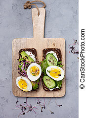 healthy sandwich with vegetables and egg