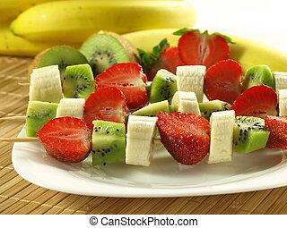 Healthy snack - Plate of healhty fruit shashliks: banana,...