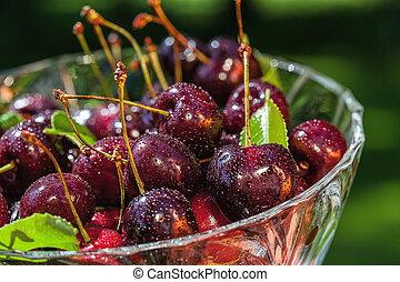 Healthy summer snacks - Cherries as a healthy alternative...
