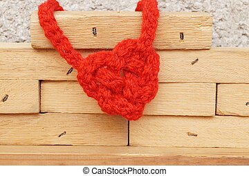 heart-shaped, csomó, képben látható, fa alkat