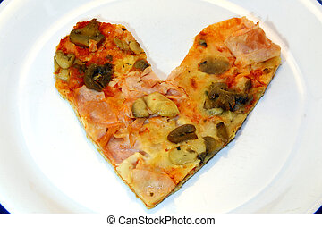 heart-shaped, pizza, mit, fleischtomaten, mozzarella