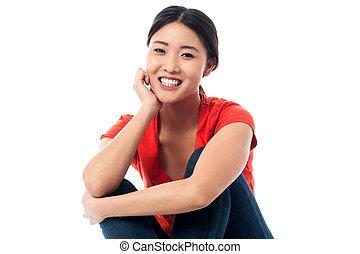 heartily, menina, asiático, bonito, sorrindo