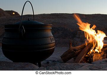 "pot - heavy cast iron pot called ""poyke"" in Afrikaans is ..."
