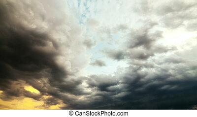 Heavy Rain Clouds. Slow motion Time-Lapse. - Heavy Rain...