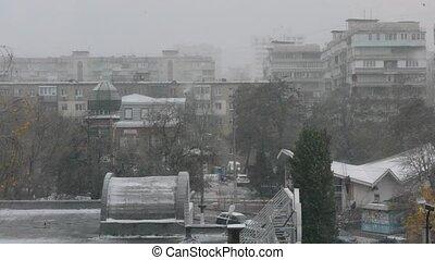 Heavy snowfall in a city