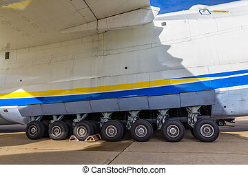 Heavy weight cargo airplane
