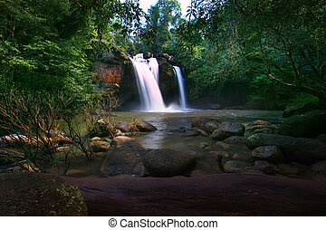 heaw, suwat, cascate, in, khaoyai, parco nazionale, importante, naturale