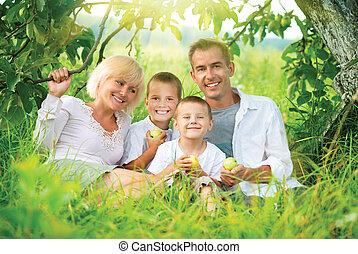 hebben, vrolijke , plezier, gezin, buitenshuis, groot