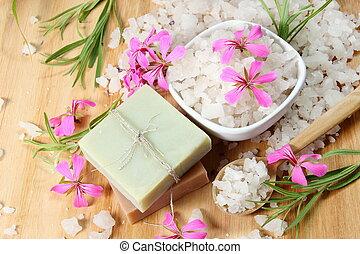 hechaa mano, flores, sal, jabón, mar