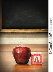 heerlijk, rode appel, op, schoolbank