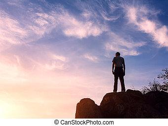 hegy, árnykép, napnyugta, ember