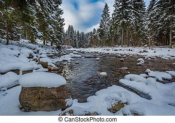 hegy folyik, alatt, tél, tatra, hegyek, alatt, lengyelország
