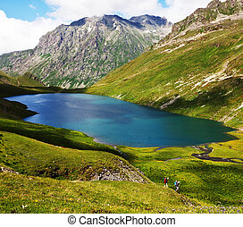 hegyek, tó