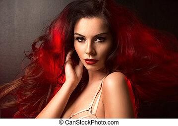 heiß, brünett, frau, in, rotes licht, auf, haar