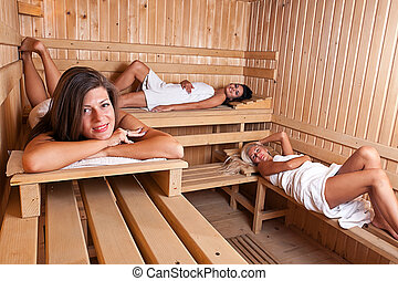 frauen hei genie en zwei sauna zwei haben hei stockbild suche fotos und foto. Black Bedroom Furniture Sets. Home Design Ideas