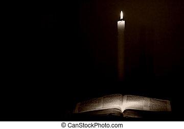 heilige bijbel, door, kaarslicht