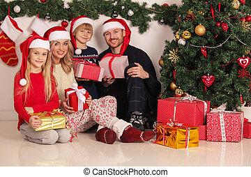 Weihnachtsgeschenke Für Familie.Heiter Geschenke Weihnachten Familie Heiter Familie Sitzen