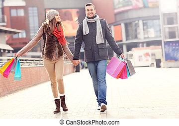 heiter, paar, shoppen, stadt