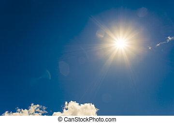 heldere zon, op, blauwe hemel, met, wolken