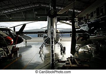 helicóptero, hangar
