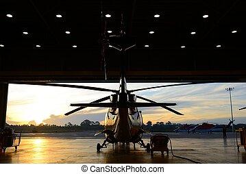 helicóptero, silueta, hangar