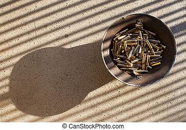 helm, roestige , kogels, abstract