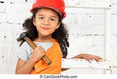 helm, weinig; niet zo(veel), hamer, schroevendraaier, meisje
