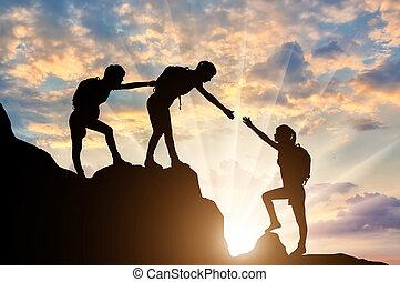 helpen, bergbeklimmers, anderen, elke, bergen., vrouwen