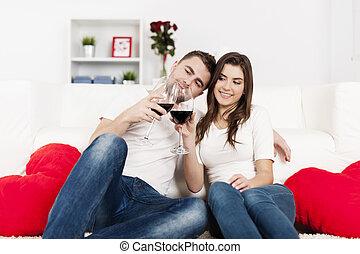 hem, par, drickande, romantisk, vin