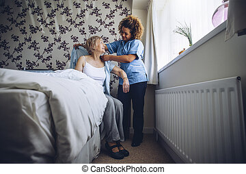 hem, senior, caregiver, påklädning