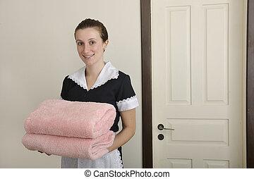 hembiträde, uniformed, handdukar, lycklig