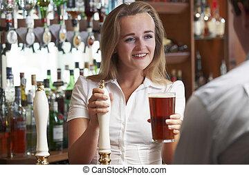 hembra, barman, porción, brindar por, macho, cliente
