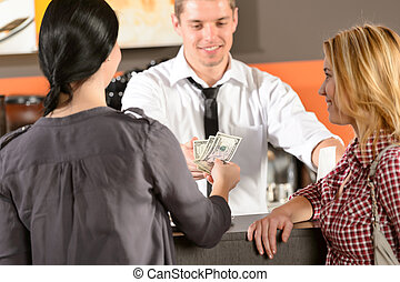 hembra, clientes, pagar, por, efectivo, usd, barra