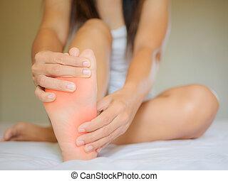 hembra, dolor pie, asistencia médica, concept.